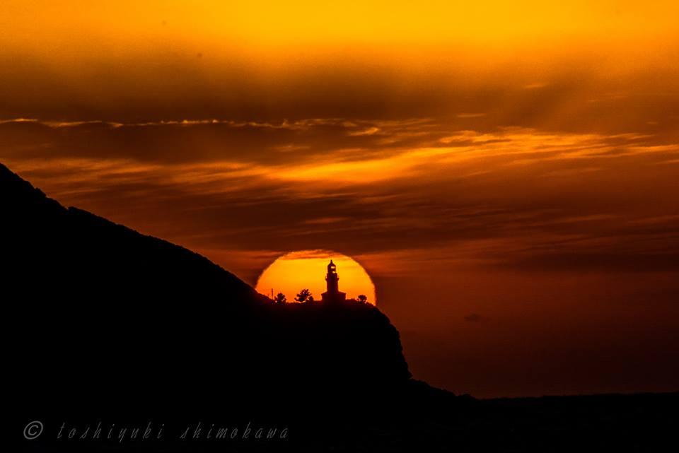 夕陽に浮かぶ永田灯台