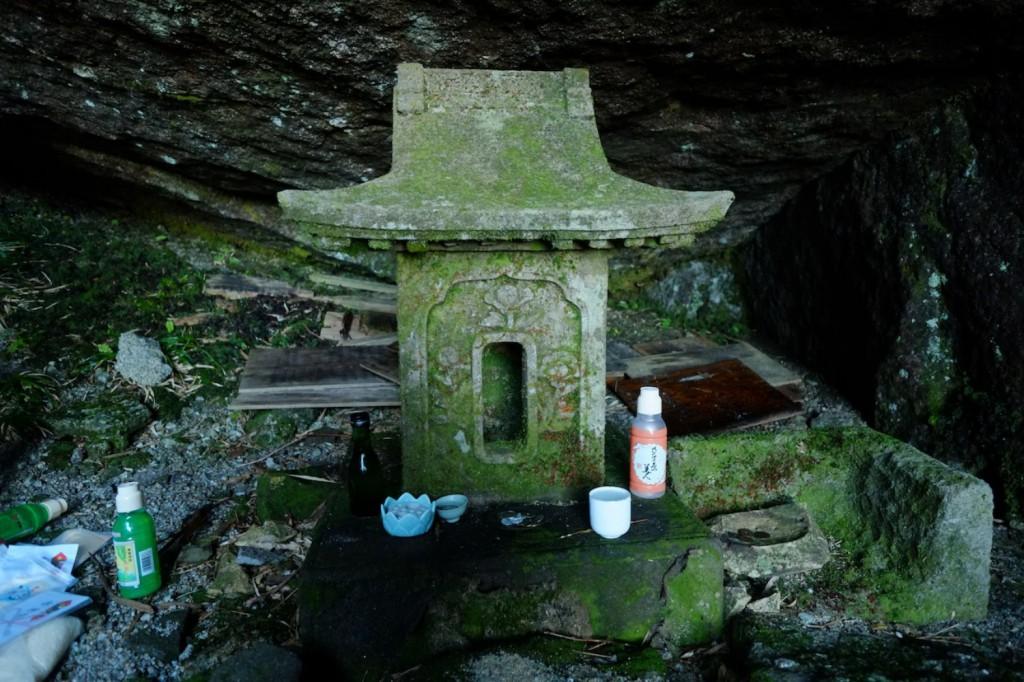 永田岳山頂の祠